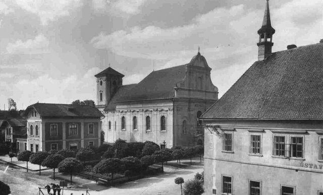 Перекрёсток улиц Jičínská и Lidická в Пршиборе около 100 лет назад