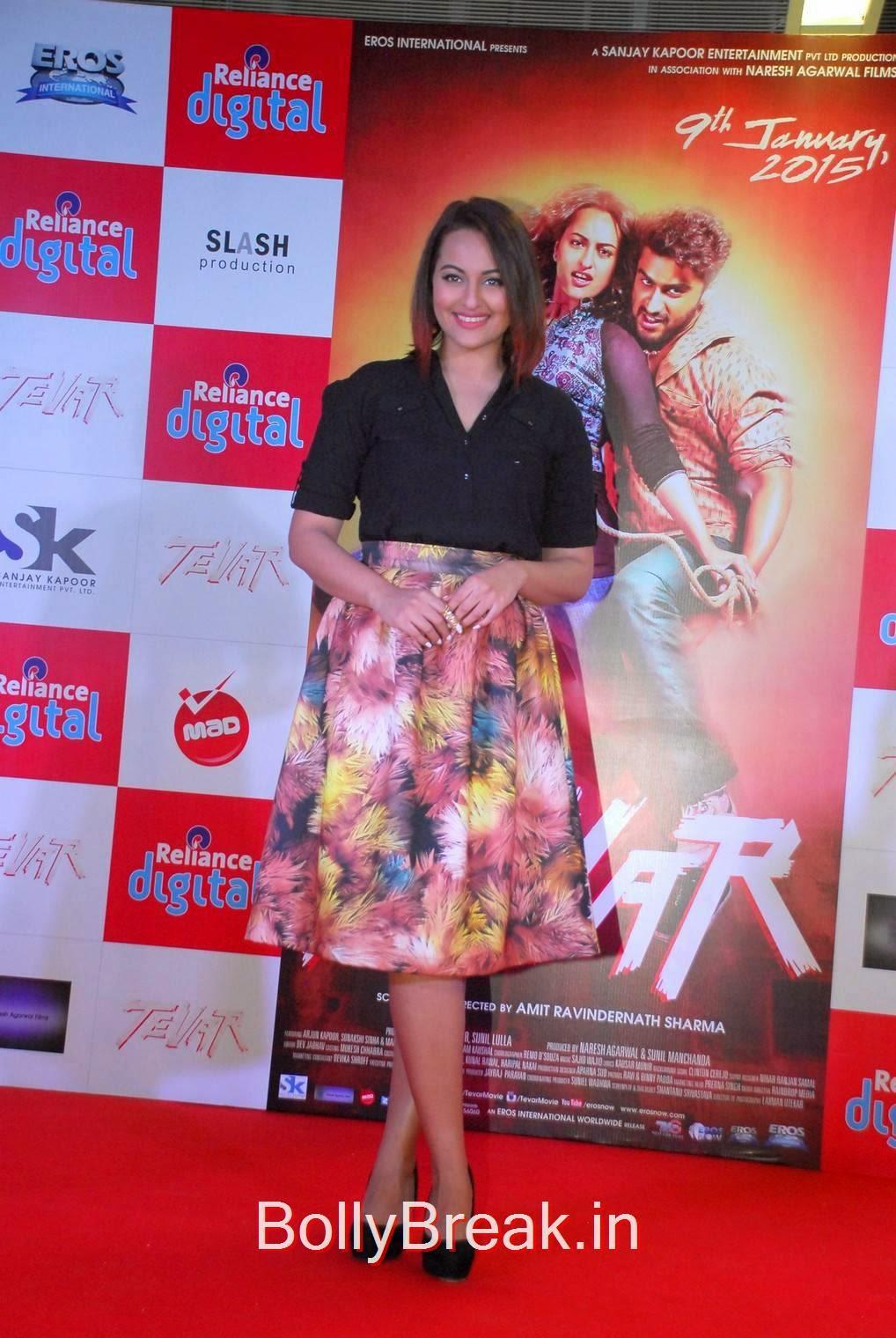 Sonakshi Sinha Photo Gallery, Sonakshi Sinha Hot Pics In Skirt At Reliance Digital Infiniti Mall 2 Malad