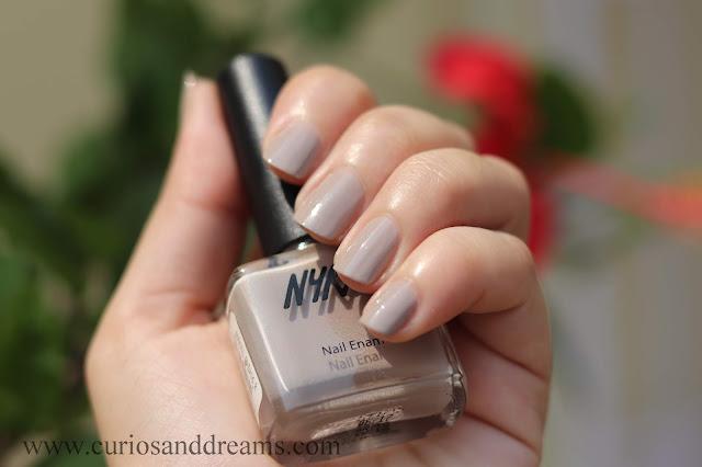 Nykaa nail polish, Nykaa nude nail polish, review, swatch, lavender buttercream
