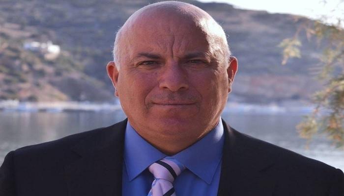 34ce17259c Έπαρχος Μήλου  Υπογράφτηκε η σύμβαση του έργου επισκευής της πλατείας  Τρυπητής.