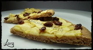 http://cucinaconlara.blogspot.it/2017/12/pizza-integrale-con-mele-e-uvetta.html