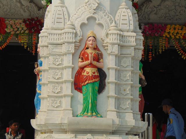 statue on pillar