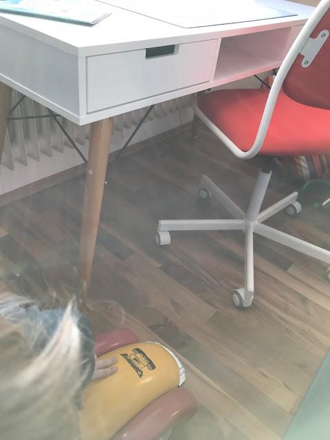 Ein Zimmer für ein Schulkind - Schreibtisch und Stuhl