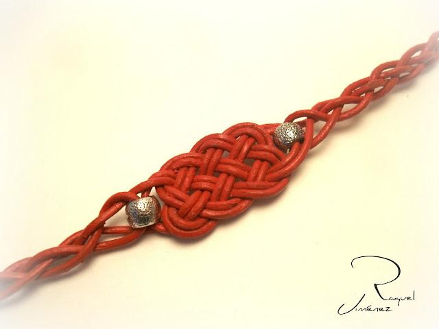 nudo celta cuero rojo