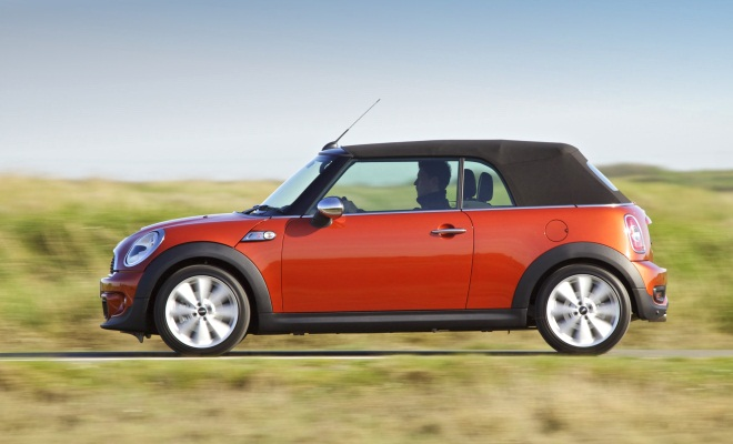 Mini Cooper SD Convertible, roof up