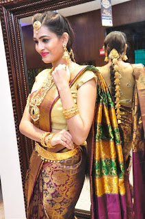 Swetha Jadhav Telugu Model in Saree and Golde Jewellery At Manepally Jewellers Concept Theme Wedding Collection Launch