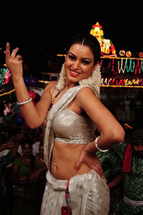 maryam zakaria spicy in love actress pics