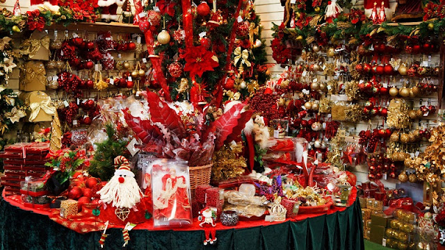 Where to buy unique decorations Christmas items in Hanoi 1