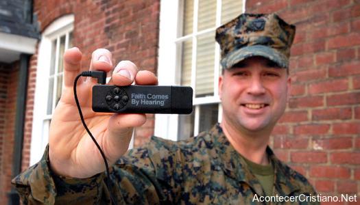 Biblias en audio para militares