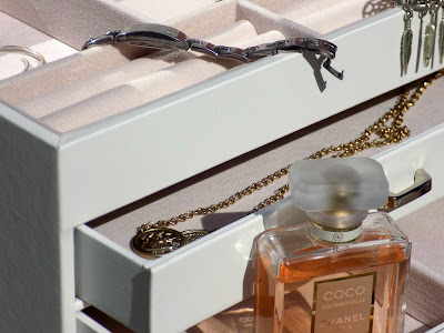 Songmics faux leather jewellery box