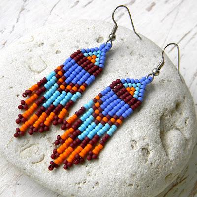 Небольшие яркие серьги из бисера - этно-стиль