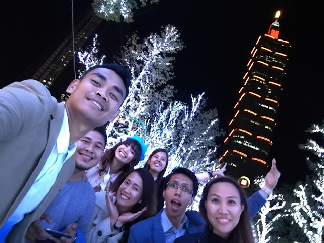 At the end, this amazing skyscraper deserved our groufie!