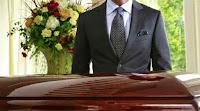 Νεκροθάφτης παραλίγο να πεθάνει από το φόβο του- «Πελάτισσα» ζωντάνεψε μέσα στο φέρετρο!