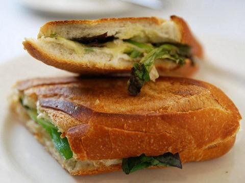 Spinach and chicken sandwich