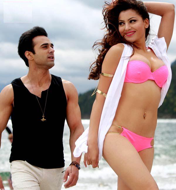 Urvashi Rautela Hot Bikini Song Sanam Re - Hua Hai Aaj -9653