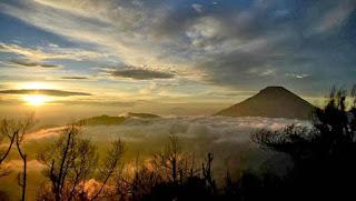 Panorama Indah di Bukit Sikunir Dieng