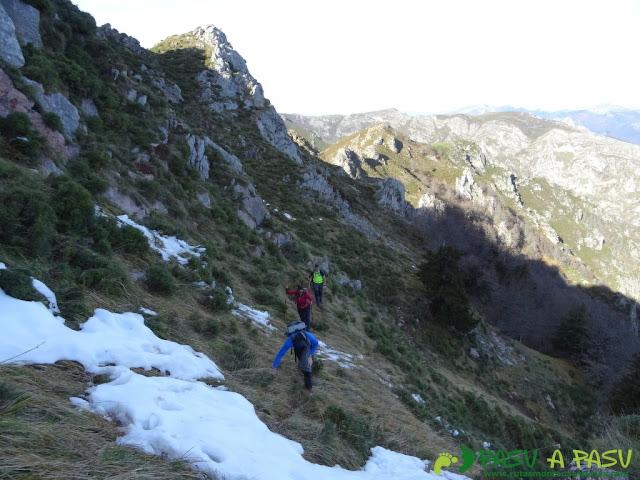Nieve en la cara noreste del Praera en Aller
