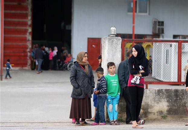 Spiegel: Χώρες της ΕΕ αρνούνται να στείλουν υπαλλήλους στην Ελλάδα για το προσφυγικό