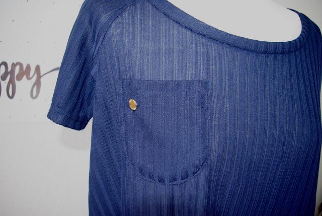 Details Brusttasche - selbst genähtes Waterfall Raglan Shirt in Blau Schnittmuster für Frauen von Chalk & Notch  für 12 Colours of Handmade Fashion