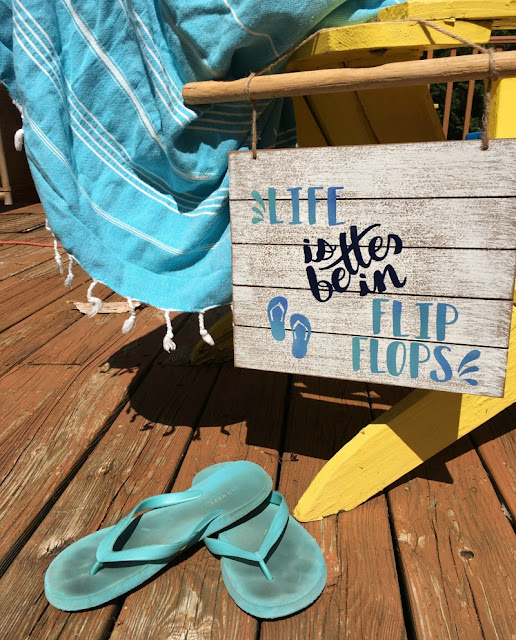 Did you know you could use Iron On vinyl on wood? See how I used it along with my Cricut to make this wooden summer sign!
