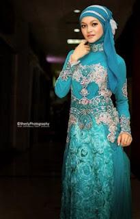 Ide model kebaya muslim modis untuk acara wisuda