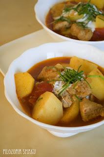 (Węgierski gulasz z wieprzowiną i ziemniakami