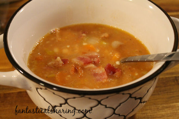 Homemade Bean & Bacon Soup // You can't beat a homemade soup -- especially one that has bacon in it! #recipe #copycat #soup #bacon
