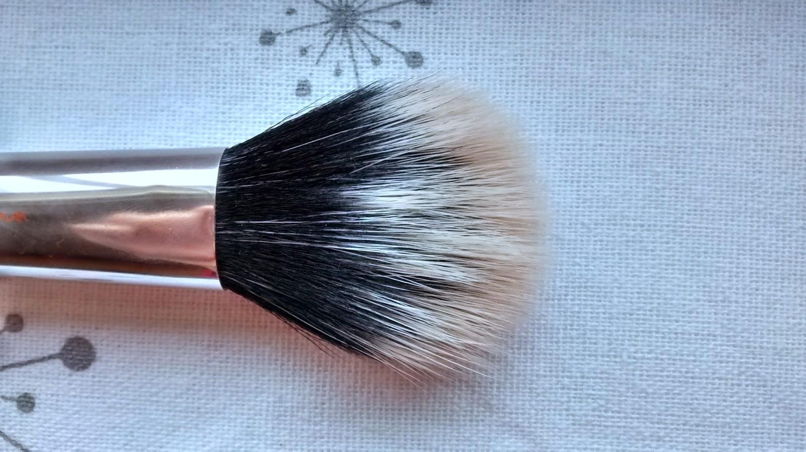 Duo Fiber Face Brush