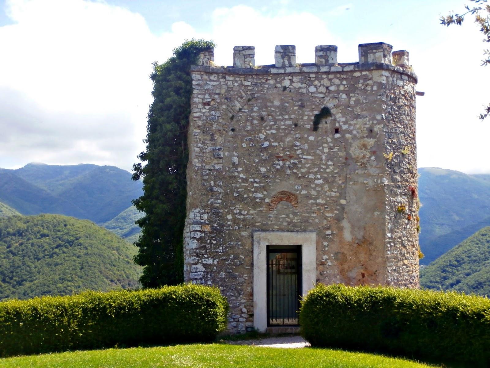 File:La torretta del castello di Labro.jpg
