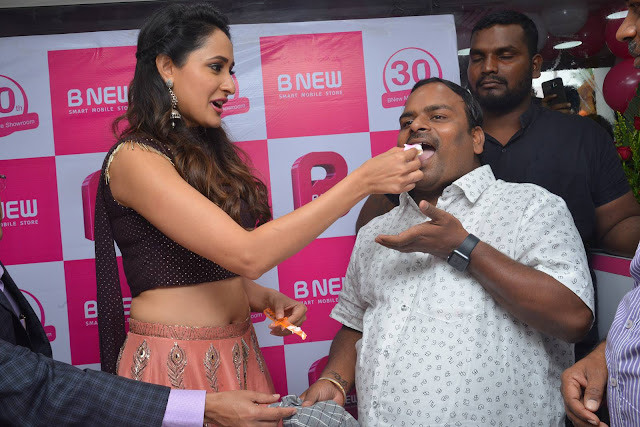 pragya jaiswal at bnew mobile store launch