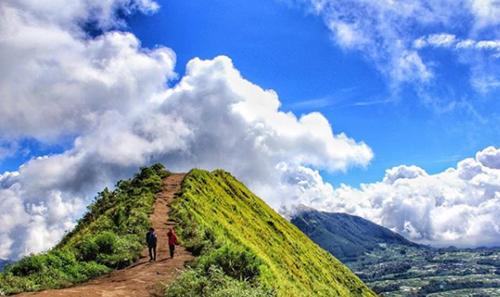 Hasil gambar untuk Hiking Asik Gunung Andong