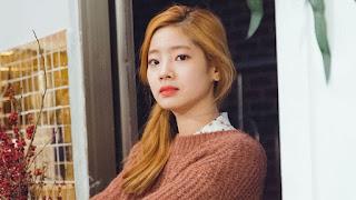Foto Cantik Dahyun berambut pirang