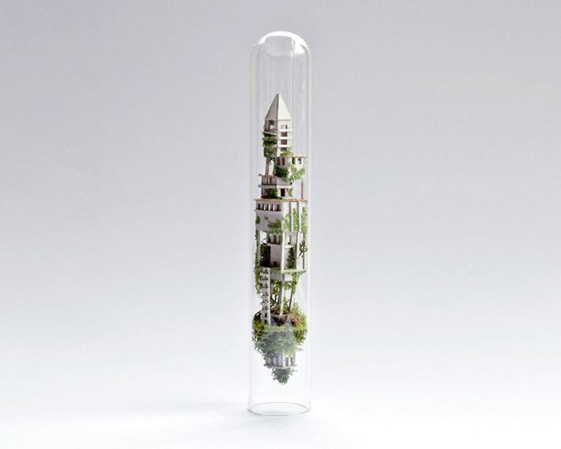 Rosa de Jong hace casas diminutas en suspendidas dentro de tubos de ensayo