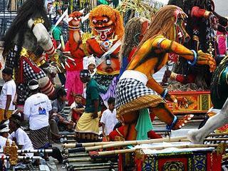 Ogoh-ogoh menyambut Hari Raya Nyepi