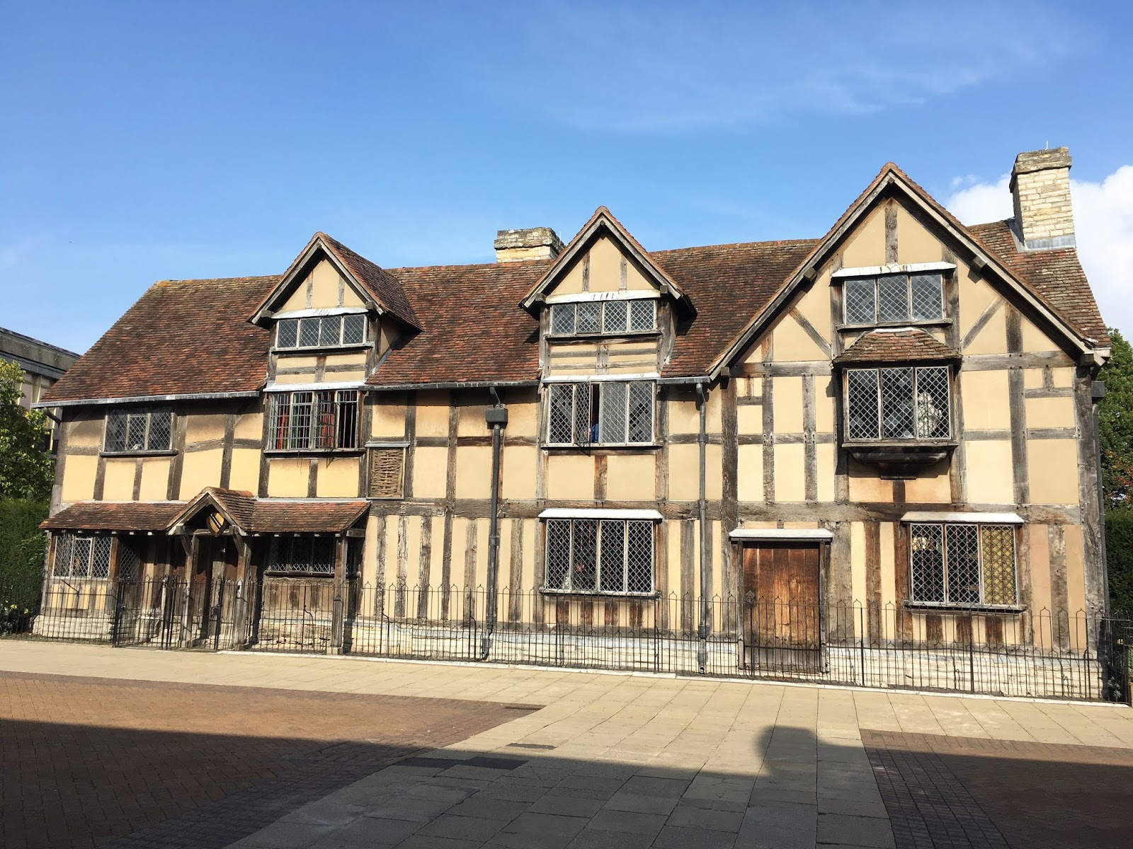 Birthplace of William Shakespeare \ Stratford Upon Avon \ Travel \ Priceless Life of Mine \ Over 40 lifestyle blog
