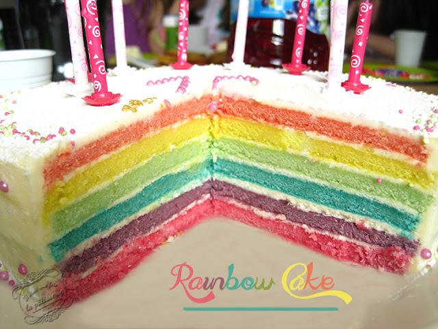 rainbow cake : gâteau arc-en-ciel (en français) multicolore