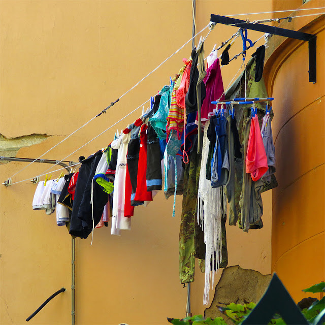 Laundry on clotheslines, Viale Marconi, Livorno
