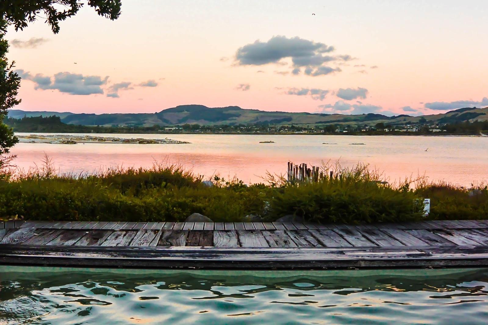 Things to do in Rotorua New Zealand : Sunset over Lake Rotorua at the Polynesian Spa