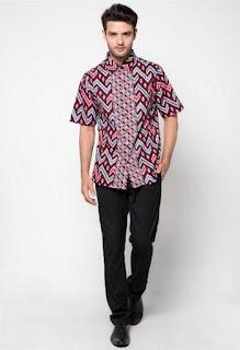 Ide baju batik ke kantor untuk pria modis