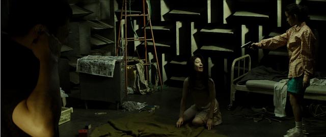 Naoko Sâto (la mère) et Mio (Ryōko Fujino) dans Creepy