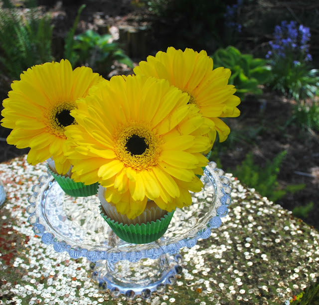 Treat your mom to more than just flowers this Mother's Day. Flower topped cupcakes. FizzyParty.com