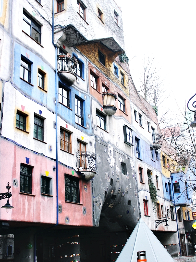 Hundertwasserhaus building Vienna; Hundertvaserhaus zgrada Beč