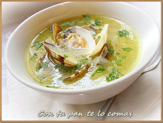 Sopa de cebolla con almejas