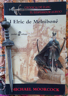 Portada del libro Elric de Melniboné, de Michael Moorcock