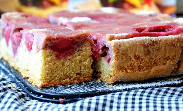 ciasto orkiszowe,ciasto ucierane z truskawkami,szybkie ciasto,proste ciasto z truskawkami,ciasto z owocami,ciasto do kawy,z kuchni do kuchni,katarzyna franiszyn luciano,najlepszy blog kulinarny,sw.hildegarda z bingen,