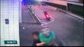 Menino reage a roubo e segura assaltante na Paraíba; veja vídeo