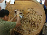 tallando madera carpintero arte