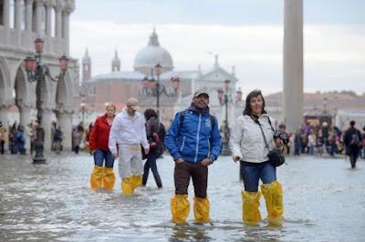 больший вред шторм принес северу Италии.