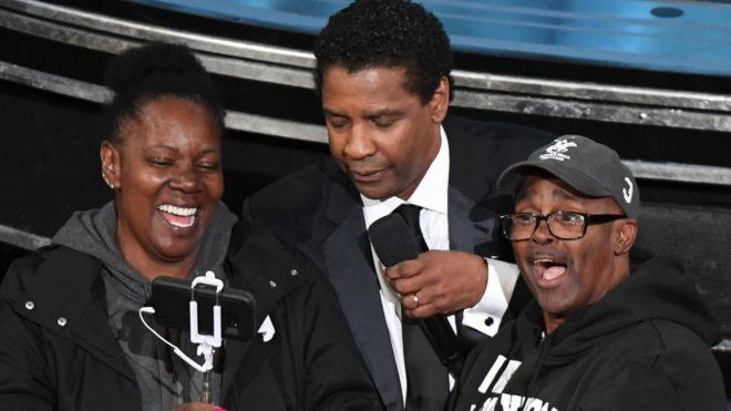 Oscars 2017: Denzel Washington 'marries' tour bus couple