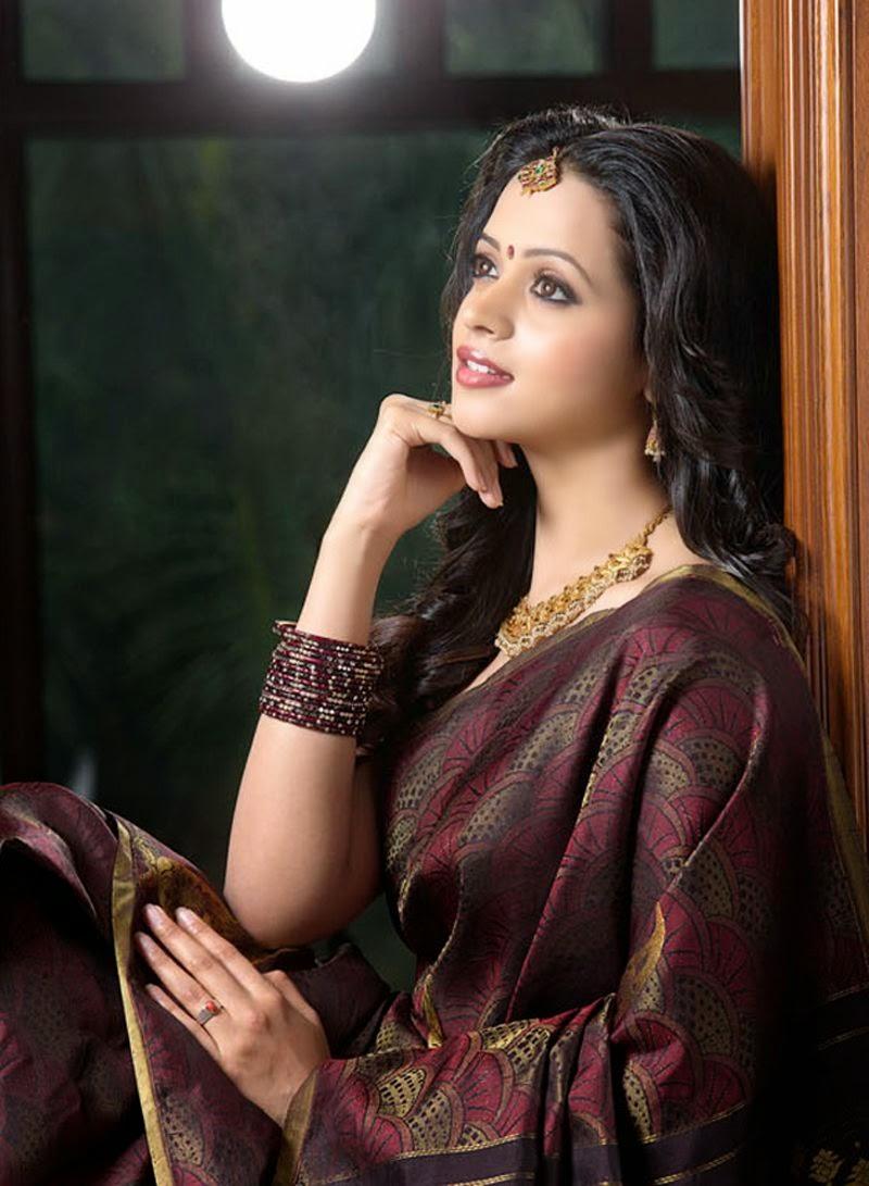 Malayalam Actress Bhavana's Sexy pic in Saree